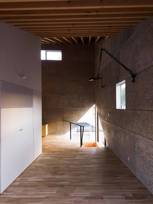 最大5mの吹抜け空間: atelier CHOCOLATEが手掛けた和室です。