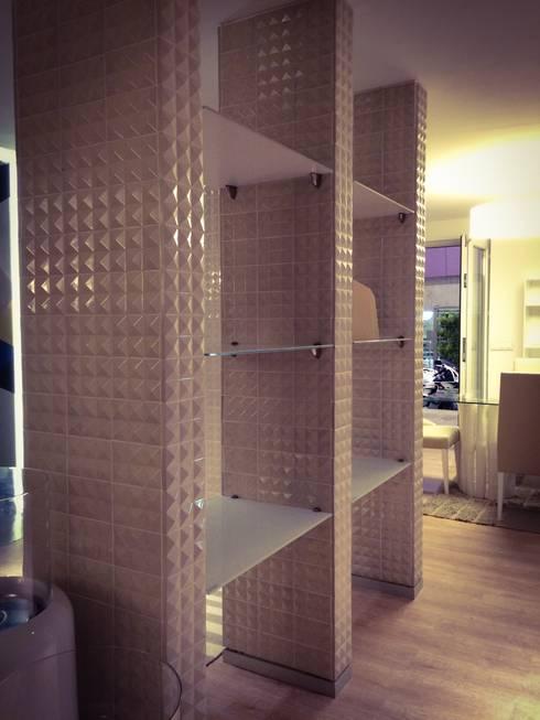 BARRO tiles at Lisbon Design Show: Salas de jantar modernas por BARRO