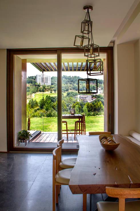 Casa 4 Puntos / Club de Golf BR: Comedores de estilo moderno por Maz Arquitectos