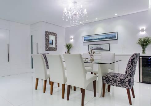Sala de Jantar: Salas de jantar clássicas por Bruno Sgrillo Arquitetura