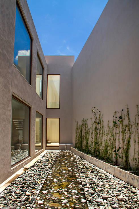 Casa 4 Puntos / Club de Golf BR: Jardines de estilo  por Maz Arquitectos