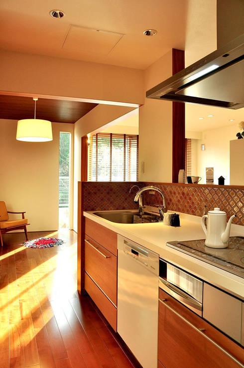 高田郷の家: 株式会社アトリエカレラが手掛けたキッチンです。