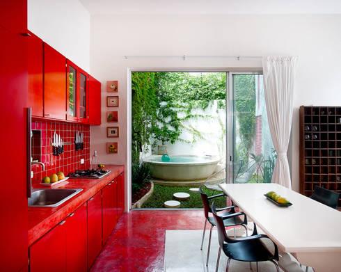 Casa Santiago 49: Cocinas de estilo moderno por Taller Estilo Arquitectura