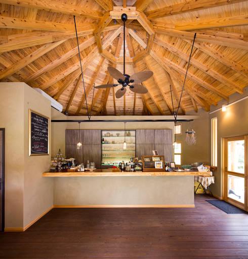 ひなた茶屋~雑木林の小さなカフェ~: 志賀建築設計室が手掛けた壁です。