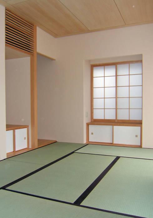 和室: 堀内総合計画事務所が手掛けた和室です。