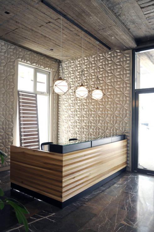 Mueble de recepción: Oficinas y tiendas de estilo  por Mediamadera