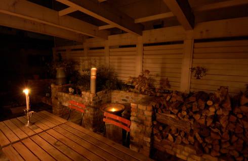 Cedar  House: stage Y's 一級建築士事務所が手掛けたバルコニー&ベランダ&テラスです。