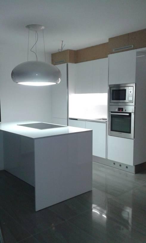 Projekty,  Kuchnia zaprojektowane przez MARA GAGLIARDI 'INTERIOR DESIGNER'