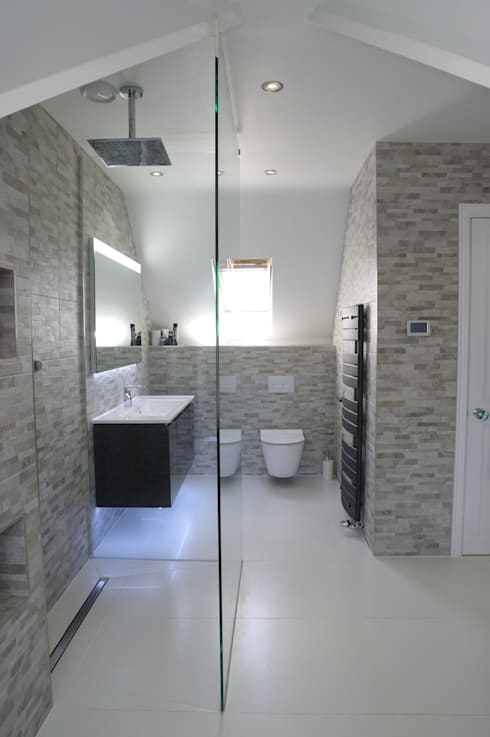 Spacious Modern shower room: modern Bathroom by PTC Kitchens