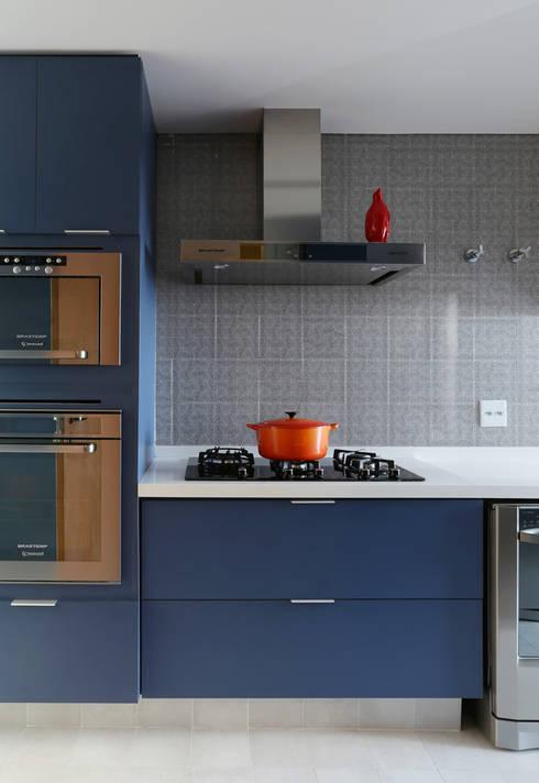 Cobertura - Pinheiros: Cozinhas modernas por MANDRIL ARQUITETURA E INTERIORES