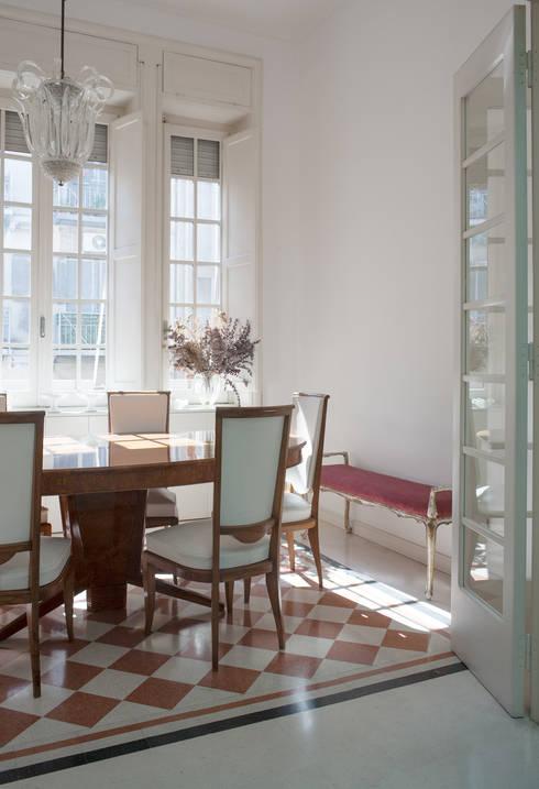 CASA C+D: Sala da pranzo in stile  di 3C+M architettura