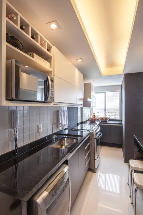 Cocinas de estilo moderno por Estúdio Barino | Interiores
