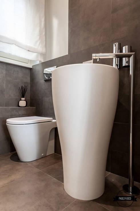 Bagno: Bagno in stile in stile Moderno di Paolo Fusco Photo