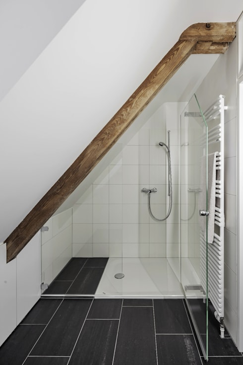 Bathroom by Beat Nievergelt GmbH Architekt