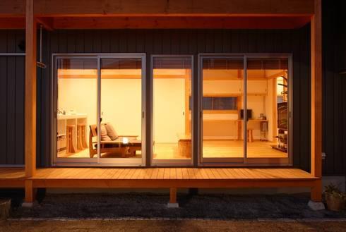 濡縁: 三宅和彦/ミヤケ設計事務所が手掛けたベランダです。