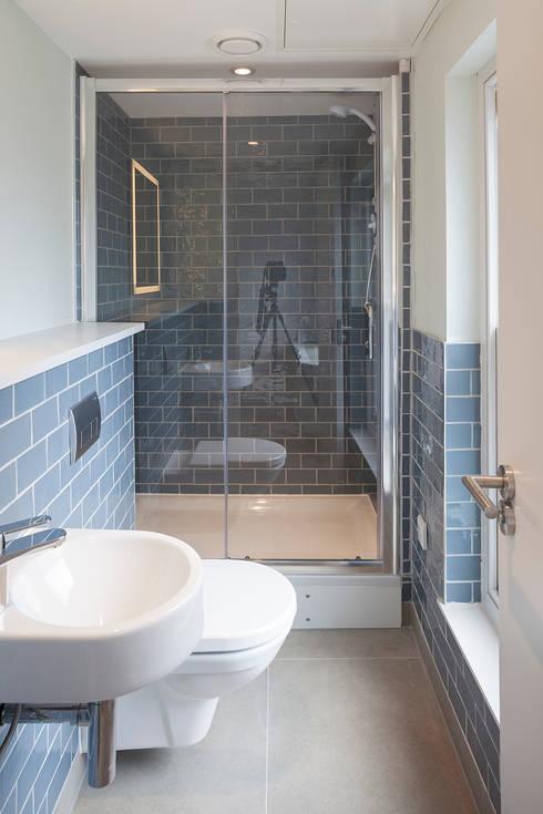 ST MARTIN'S LANE, COVENT GARDEN: modern Bathroom by E2 Architecture + Interiors