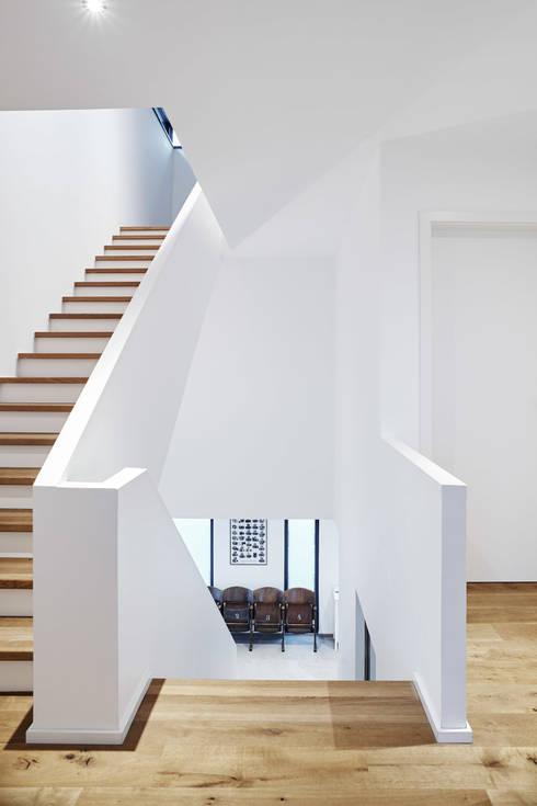 Коридор и прихожая в . Автор – Architektur I Stadtplanung Verhoeven