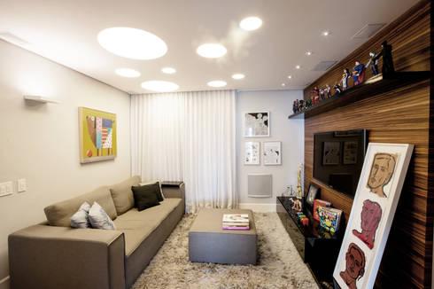 Home Theater: Salas multimídia modernas por Casa 2 Arquitetos