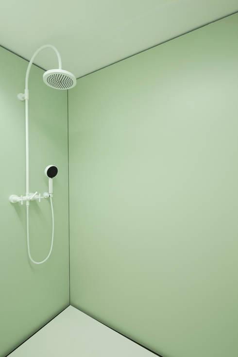 Projekty,  Łazienka zaprojektowane przez MARCH GUT industrial design OG