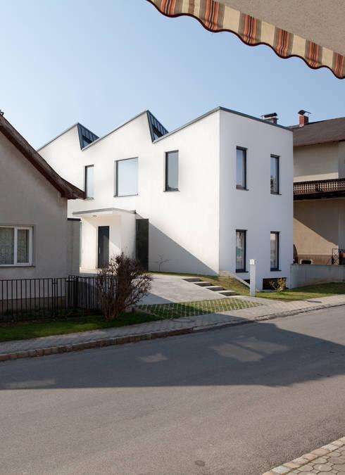 Ansicht Strasse:  Häuser von MARTIN MOSTBÖCK