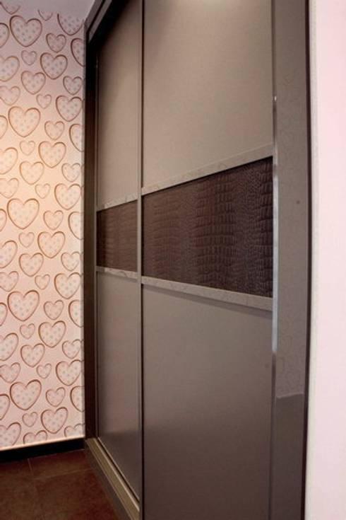 Armario Unifamiliar Mijas: Dormitorios de estilo  de Martyseguido diseño interiorismo