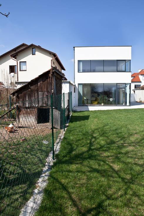 Ansicht Garten:  Häuser von MARTIN MOSTBÖCK