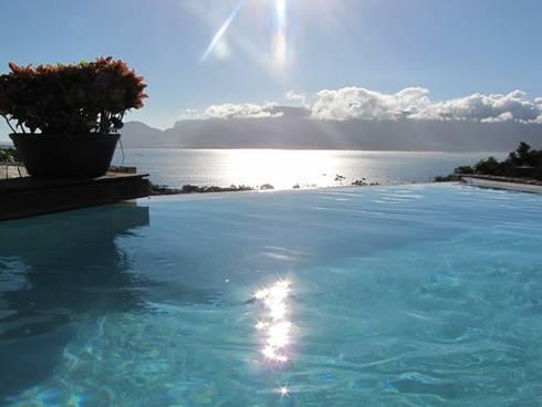 vista piscina : Piscinas rústicas por Arquitetura Juliana Fabrizzi