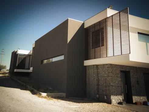 Habitação - Trancoso 4: Casas modernas por ARKIVO