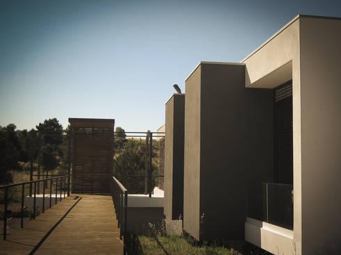 Habitação - Trancoso 6: Casas modernas por ARKIVO