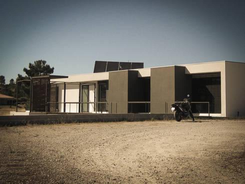 Habitação - Trancoso 7: Casas modernas por ARKIVO
