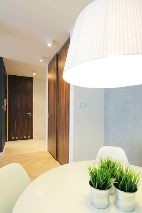 Mieszkanie na wynajem, Poznań: styl , w kategorii Korytarz, przedpokój zaprojektowany przez Studio Nomo