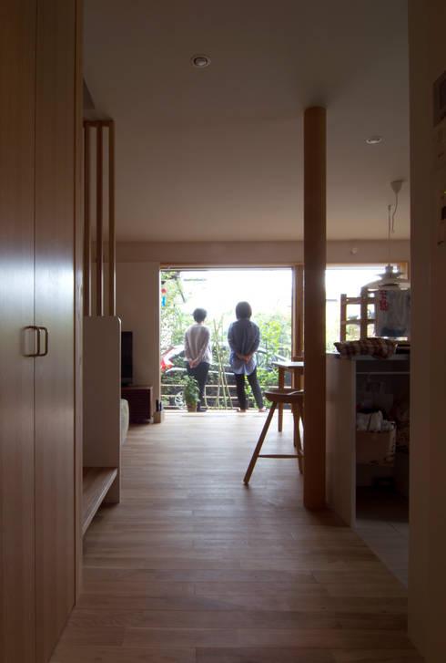 Corridor & hallway by 松原正明建築設計室