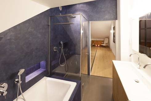 Badezimmer Obergeschoss: moderne Badezimmer von von Mann Architektur GmbH