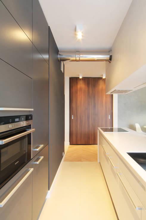 Mieszkanie na wynajem, Poznań: styl , w kategorii Kuchnia zaprojektowany przez Studio Nomo