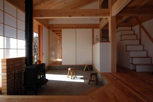 那須の週末住居: 松原正明建築設計室が手掛けた和室です。