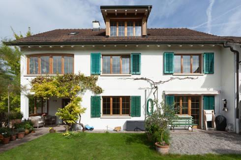 Gartenfassade: moderne Häuser von von Mann Architektur GmbH