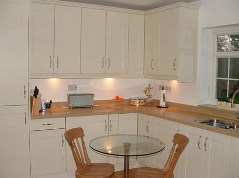 Some recent installations por traditional woodcraft homify for Kitchen design essex