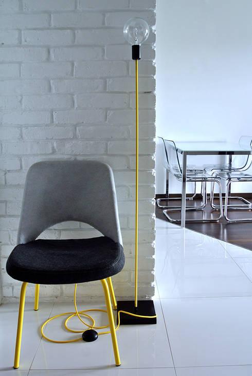 Nowoczesny lampa podłogowa od imindesign: styl , w kategorii Korytarz, hol i schody zaprojektowany przez IMIN