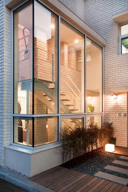 Projekty,  Domy zaprojektowane przez (주)건축사사무소 아뜰리에십칠