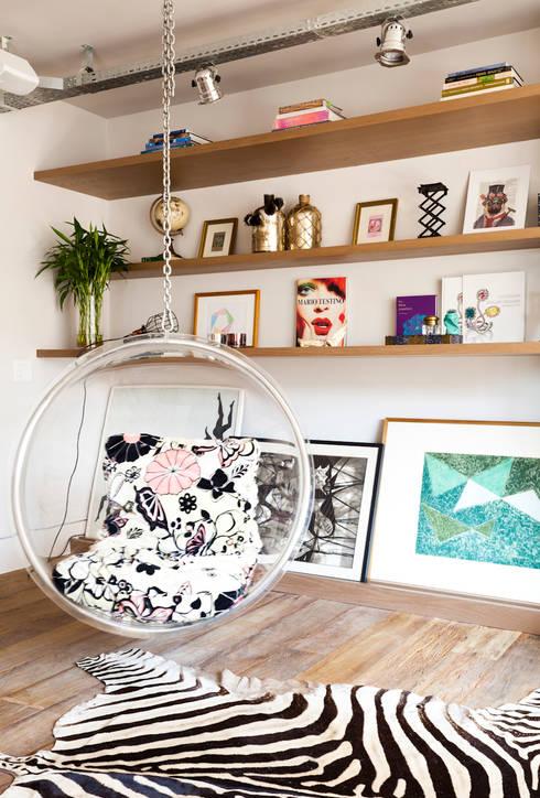 Sala de estar: Salas de estar ecléticas por H2C Arquitetura