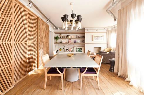 Sala de jantar: Salas de jantar ecléticas por H2C Arquitetura