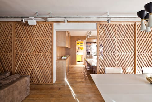 Painel vazado: Salas de jantar ecléticas por H2C Arquitetura