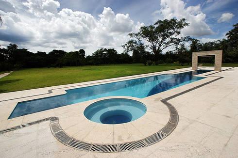 Casa Unifamiliar:   por Arina Araujo Arquitetura e Interiores
