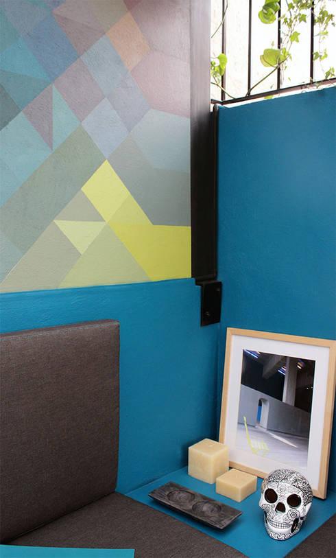 Un mural para personalizar y valorizar un espacio: Paredes y pisos de estilo moderno por NINA SAND