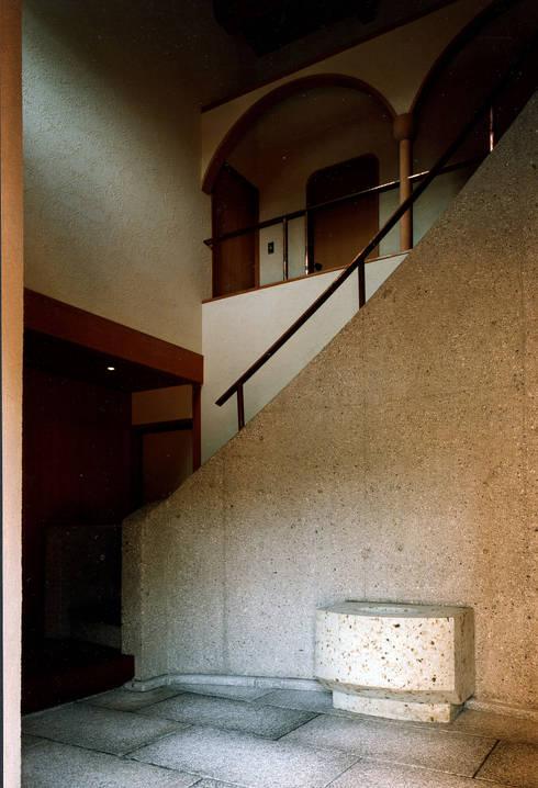 伽留羅-世田谷の事務所併用住宅-: 松井建築研究所が手掛けた壁です。