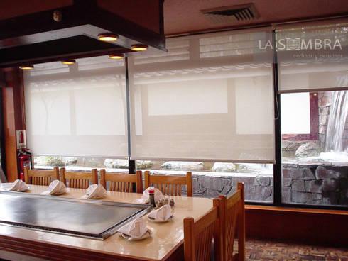 Cortinas Enrollables: Cocinas de estilo asiático por Persianas La Sombra