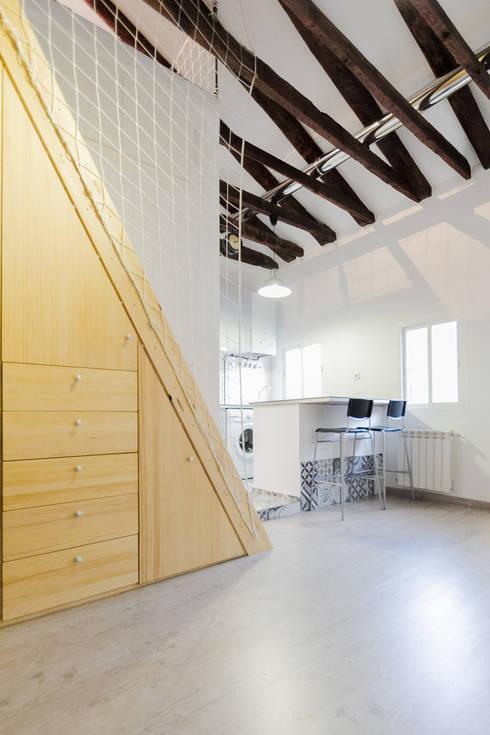 VELARDE 2014: Estudios y despachos de estilo mediterráneo de MÓRULA