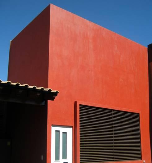 Remodelación, ampliación Casa AL: Cavas de estilo ecléctico por ipalma arquitectos