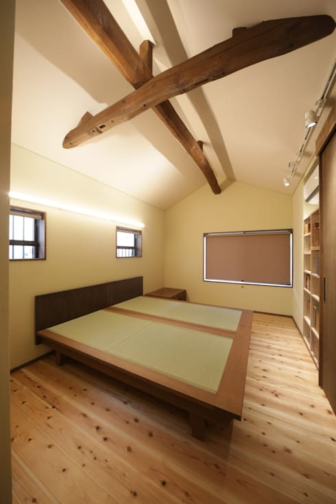「牟礼の家」(古民家リノベーション)  寝室: 株式会社 創芸が手掛けたです。