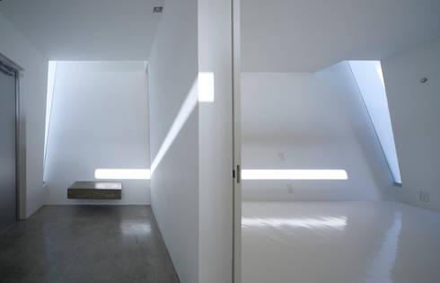 玄関・寝室: 森裕建築設計事務所 / Mori Architect Officeが手掛けた寝室です。